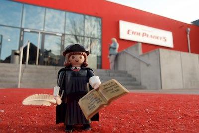 MARTINtage Lutherfigur vor dem Kino - Foto: Johannes Hoffmann