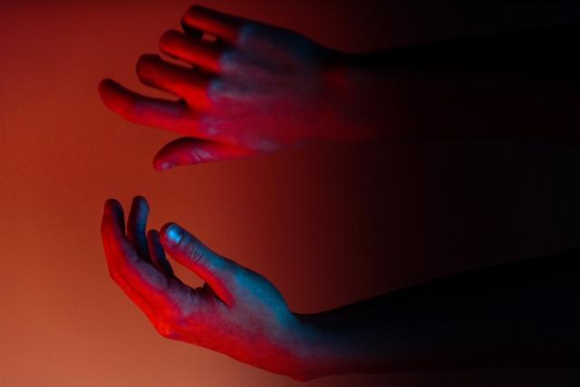 Rote Hände-ian-dooley-unsplash.jpeg