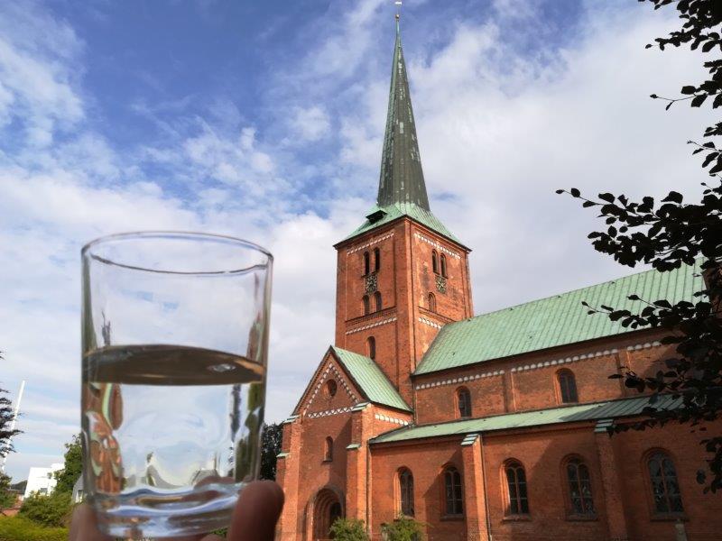 Wasserglas vor Marienkirche / D.Kruse