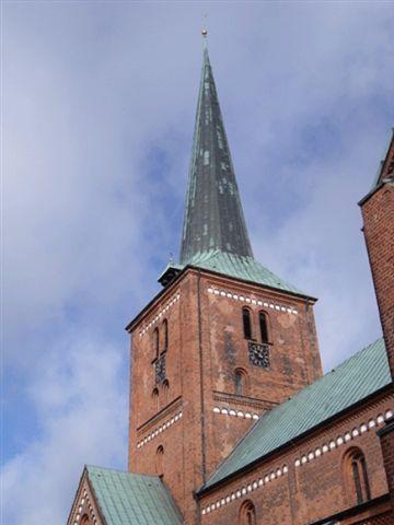 Foto Turm gemischter Himmel.JPG