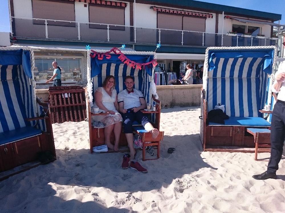 Hochzeitsparty am Strand 2017.jpg